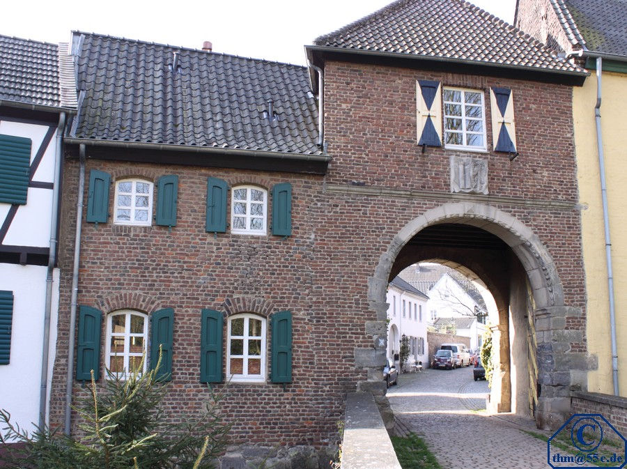 Erft-Tor mit Blick in Richtung Altstadt