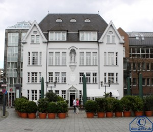 Weisses Haus in Neuss